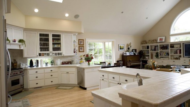 White Painted Traditional Kitchen